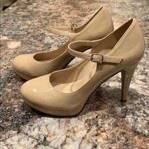 Nude pumps. Like new condition.